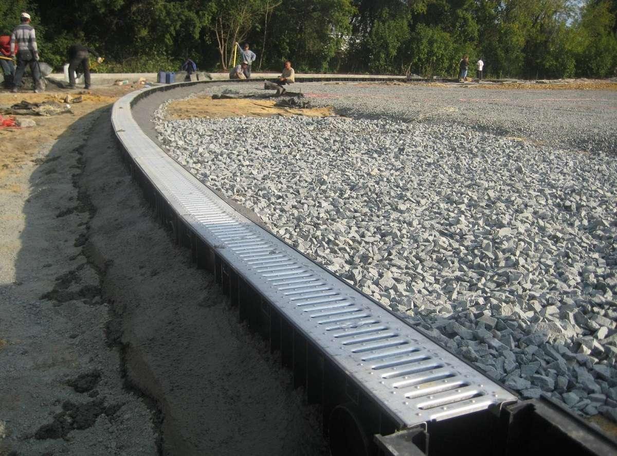 Строительство дренажной системы вдоль дороги