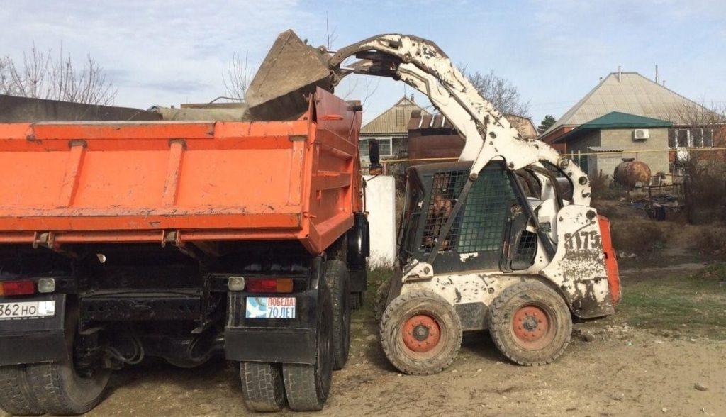 Какую технику выбрать для уборки территории от мусора и снега?